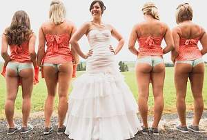brides-maids-flashing-butts-ass-funny-wedding-photos.jpg