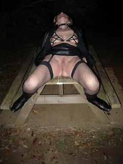 Lyn_as_Sub_in_Leather_011_A.jpg