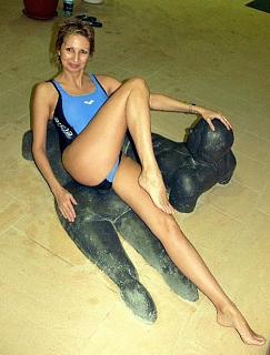 Pretty_mature_woman_in_one-piece_blue_swimsuit.jpg