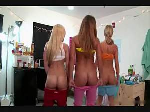 Three crazy college girls are really horny.mp4_snapshot_01.09_[2015.11.29_14.13.54].jpg