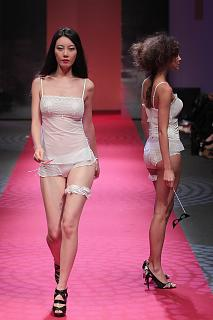 692392439_UploadedByKurupt_Passage_Of_Dreams_By_Triumph_show_during_Audi_Fashion_Festival_Singap.jpg