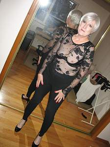 Dressing to meet a new guy for drinks 015.JPG