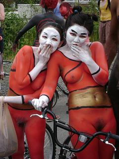 nude_cyclists_fremont_parade_2008_8.jpg
