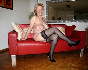 Awesome tits 220 Granny on sofa.jpg
