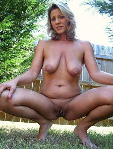 Mature-Nude-Shaved-Tanned-MILF-with-Saggy-Tits-2.jpg
