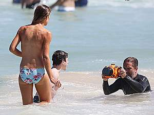 Topless-Girl-Gets-Into-The-Shot-With-Nolan-Gould-As-He-Films-Modern-Family-In-Sydney-LB.jpg