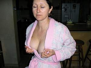 Awesome tits 1 wife shows large nice Cleavage!.jpg