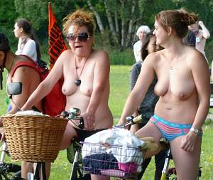 Awesome tits 203 mom & daughter do a Topless Ride!.jpg