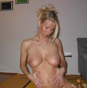 Awesome tits 20 wife has large Nipples!.jpg