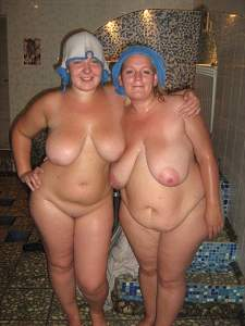 Awesome tits 39 GF's hang out nice!.jpg