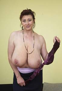 Awesome tits 2 wife has a huge drop out!.jpg