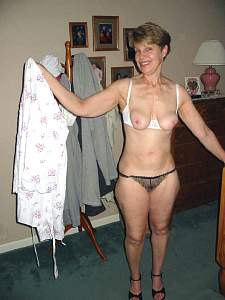 Awesome tits 205 wife pops out of BRA nice!.jpg