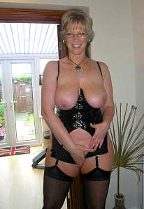 Awesome tits 206 wife covers the Beaver!.jpg
