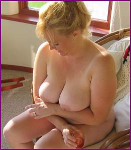 Awesome tits 236 wife shows Ring & Cleavage!.jpg