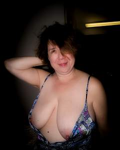 Awesome tits 307 the wife does Full Cleavage!.jpg