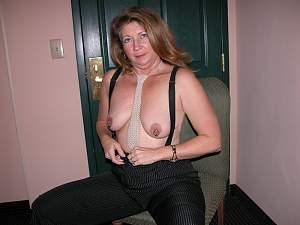 Awesome tits 949 the wife shows her Ornaments!.jpg