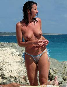 Awesome tits 965 this wife has a Great Camel toe!.jpg