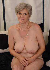 Awesome tits 945 this Granny does a Cover UP!.jpg