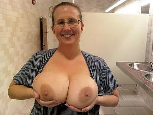Awesome tits 940 this wife just Washed them!.jpg