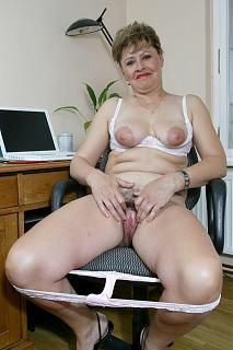 Awesome tits 186 Granny showing.jpg