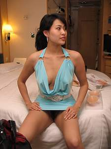 Naughty Mom 4325 wife give her Naughty pose!.jpg