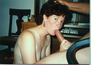 Naughty Mom 9601 wife does a Early sucking!.jpg