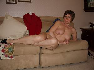 Naughty Mom 9626 wife does a poser!.jpg