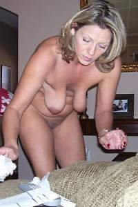 Awesome tits 4386 wife has the Hangers!.jpg