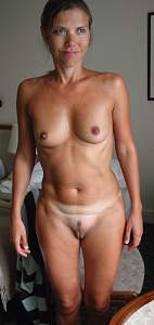 Naughty Mom 9684 the wife shows the Camel toe!.jpg