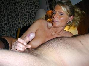 Naughty Mom 0314 wife gives it the EYE!.jpg