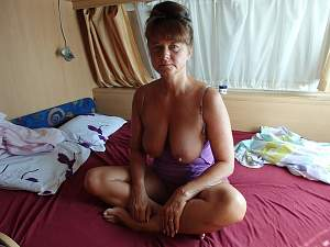 Awesome tits 5362 Granny shows on vacation!.jpg