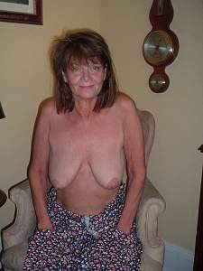 Awesome tits 5370 Granny has Droopers!.jpg