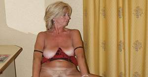 Awesome tits 5388 Granny hangs over nice!.jpg