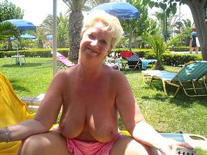 Awesome tits 5390 Granny hangs out good!.jpg
