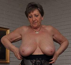 Awesome tits 5392 Granny goes Bold!.jpg