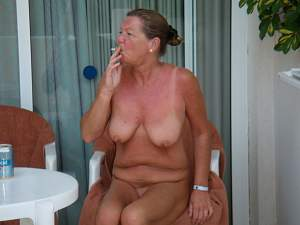 Awesome tits 5410 Granny is a Smoker!.jpg
