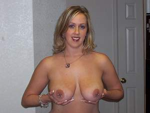 Awesome tits 5510 wife shows Ornament!.jpg