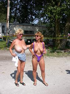 Awesome tits 37 family vacation gets HOT!.jpg