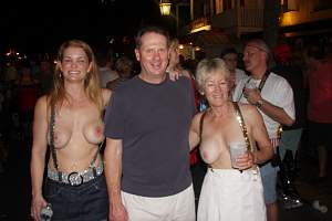 Awesome tits 6259 the Family is HOT topless!.jpg