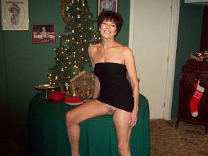 Naughty Mom 3009 wife goes Panty-less on Holidays~.jpg