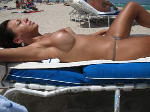 hot_chicks_nude_at_the_beach_pic12.jpg